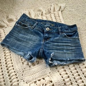 AMERICAN EAGLE DISTRESSED CUT-OFF JEANS SHORTS
